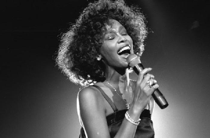 Одна из самых коммерчески успешных исполнительниц в истории мировой музыки.