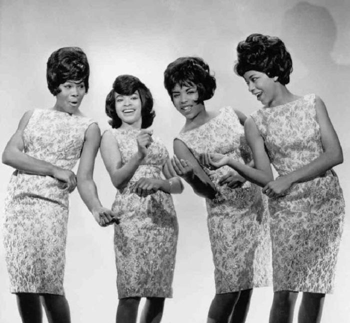 Американская женская вокальная поп-группа конца 1950-х — начала 1960-х годов.