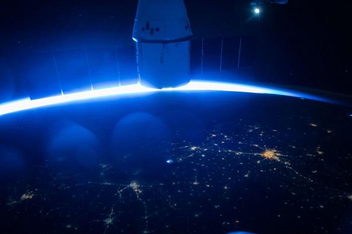 Вид Земли с частного космического корабля.