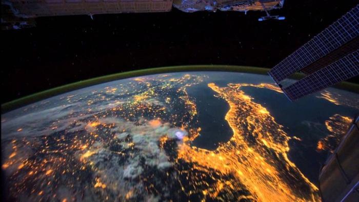 Ночные города, полученные космонавтами и астронавтами, работающими на Международной космической станции.