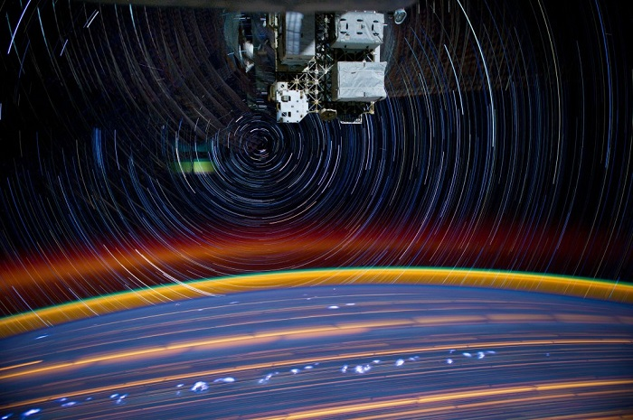 Композиция из 18 фотографий с длинной выдержкой, сделанных с Международной космической станции, 16 марта 2012.