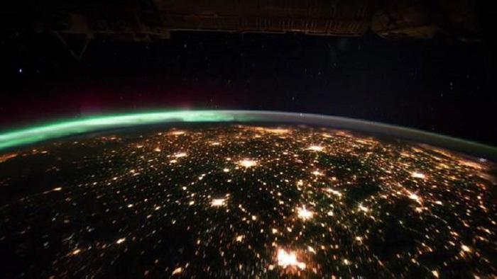 Огни городов из далекого космоса.