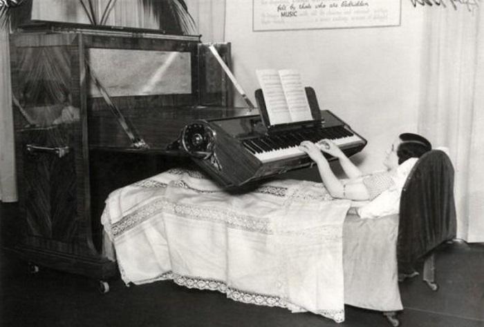 Пианино, для людей прикованных к постели, (1935 год).