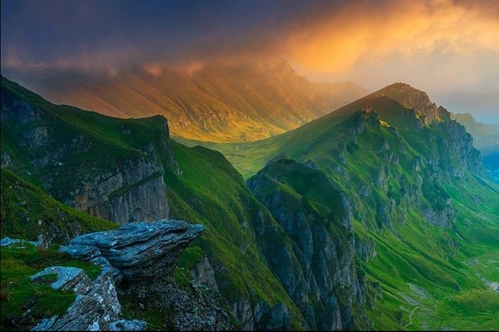 Горный массив является частью Южных Карпат и считается одними из самых высоких гор страны. Фотограф: Zsolt Kiss.