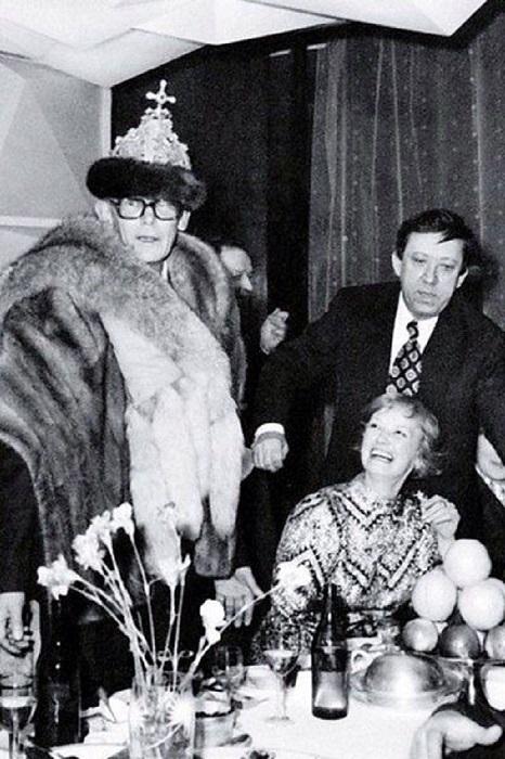 Празднование окончания съемок картины «Бриллиантовая рука», 1969 год.