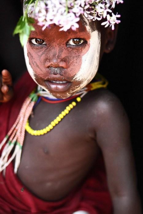 Житель посёлка Кибиш на берегу реки Омо в отдаленной деревни на границе с Южным Суданом.