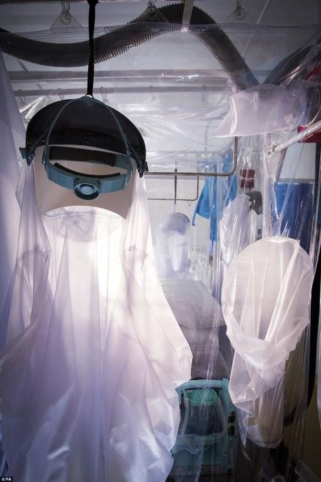 Специальная палата для пациентов с опасными инфекционными заболеваниями в Королевской больнице Лондона. Автор фотографии: David Bishop.