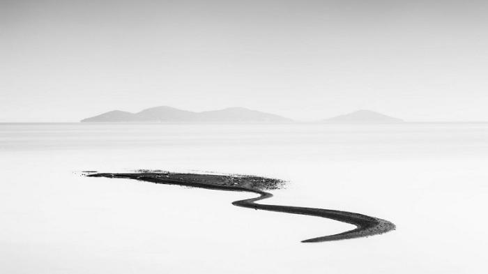 1-е место в номинации «Пейзажи» присуждено испанскому фотографу Дэвиду Фруто Эгею (David Frutos Egea), запечатлевшему песчаное образование после дождя.