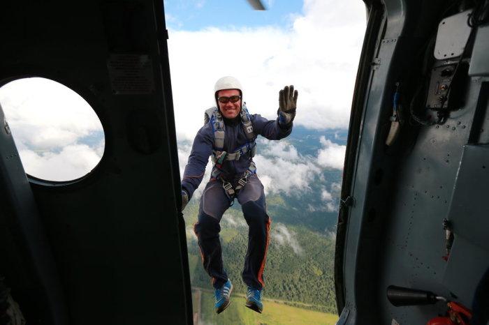 Тренировочные прыжки с парашютом на месячных курсах для спасателей. Автор фотографии: Степан Змачинский.
