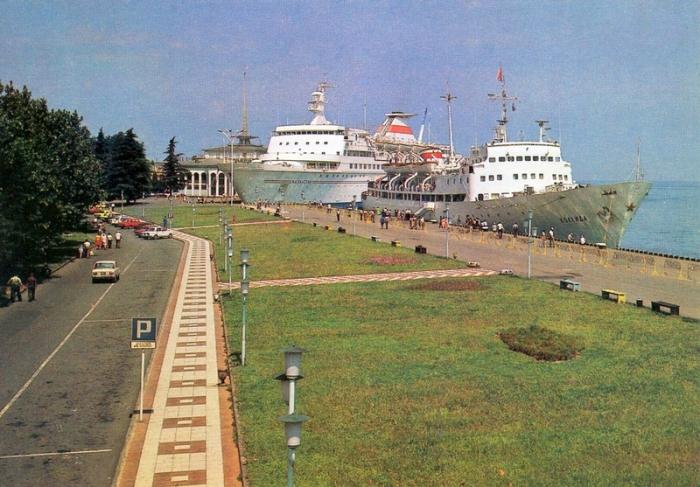 Транзитное судоходство через порт Батуми.