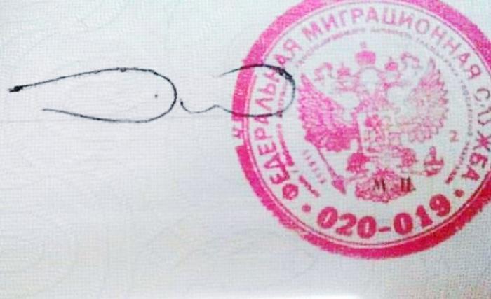 Короткая подпись является признаком спешки человека.