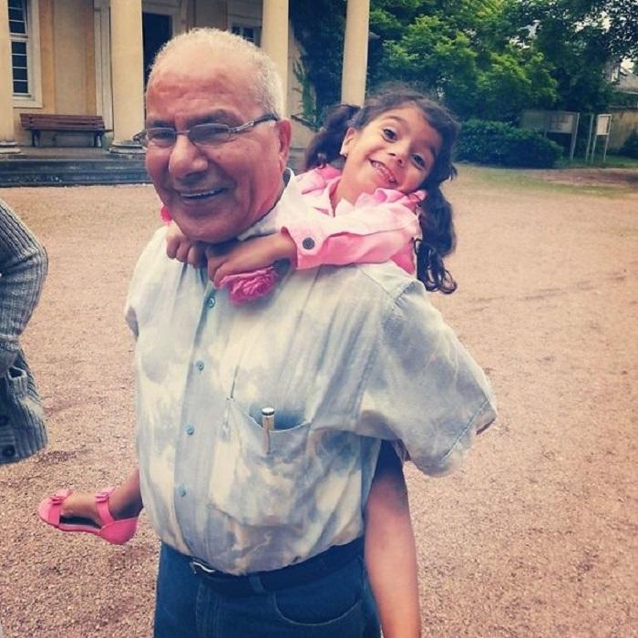 «После 3 лет вынужденных операций по устранению врожденных дефектов сердца, моя племянница наконец-то смогла приехать в Германию и встретиться с дедушкой».