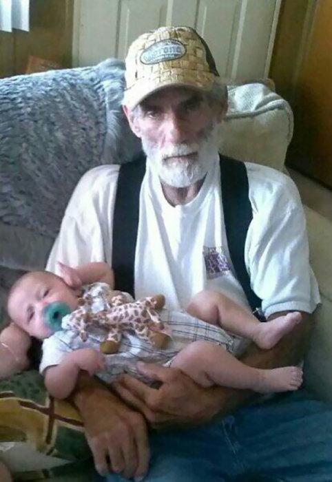 «Мой дед победил рак и за секунды до этого фото, сказал мне, что не зря боролся все 26 лет».