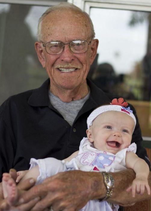 «Моя дочь и дедушка, которому исполнилось 90 лет».