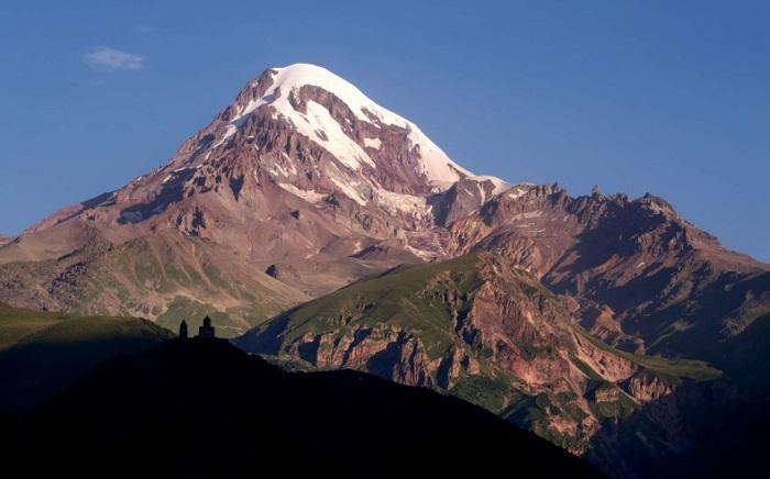 Возле высшей точки Грузии (5033 метров) на горе над селом Гергети расположена Троицкая церковь.