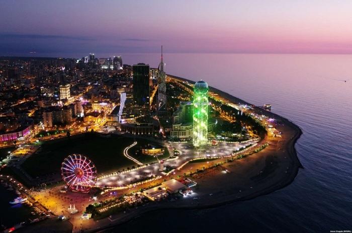 После гражданской войны в 1990-х годах прибрежный курортный город обзавелся пятизвездочными отелями, казино и небоскребами для привлечения большего количества туристов.