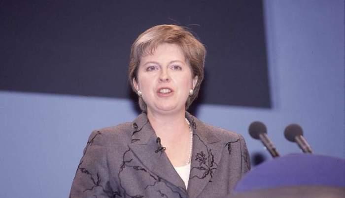 На фотографии – консерватор Мэй во время выступления в 1999 году, а уже в июле 2016 года она была назначена на должность премьер-министра Великобритании.