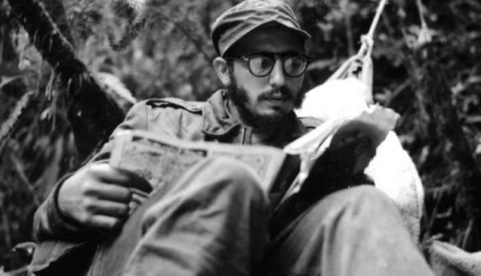 Снимок был сделан в 1957 году, а спустя 2 года Кастро уже занимал пост премьер-министра Кубы.