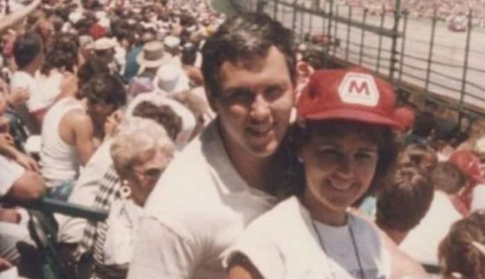 На снимке, сделанном в 1980-х, молодой Пенс посещает спортивное мероприятие со своей будущей супругой Карен Баттен, в возрасте 58 лет занимает пост 48-го вице-президента США.