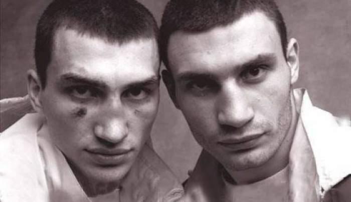Спортсмены-боксеры Владимир и Виталий Кличко задолго до политической карьеры старшего брата, который в 2014 году занял должность мэра Киева.