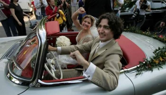 На фото улыбающийся Трюдо в день свадьбы в 2005 году, через 10 лет он стал вторым самым молодым премьер-министром в истории Канады.