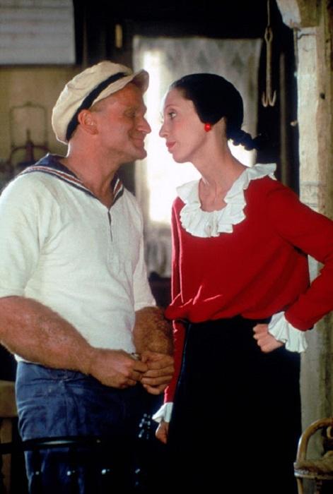 Бравый моряк завоевывает всеми способами сердце любимой женщины.