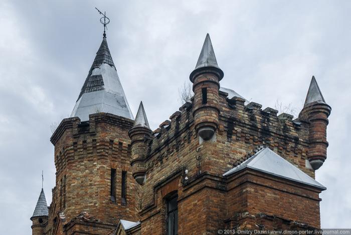 Сооружения замка совмещают в себе несколько архитектурных стилей.