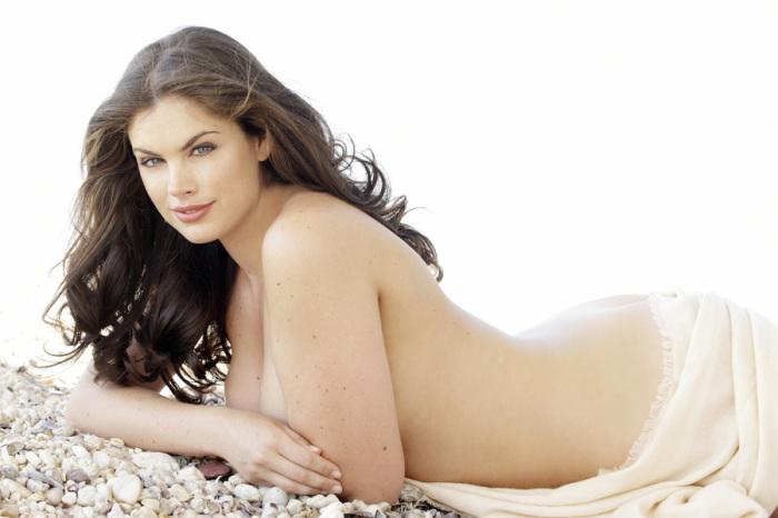 Английская модель 16-го размера, которая дошла до финала конкурса красоты Мисс Англия и получила корону.
