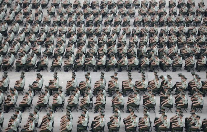 Более 1000 военизированных полицейских принимают участие в учениях в Нанкин, провинция Цзянсу.