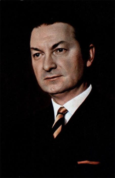 Советский актер стал популен не только в кино, но и на театральной сцене, известен работами в озвучивании иностранных картин и советских мультфильмов.