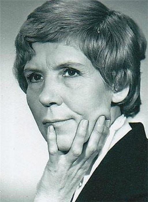Советская и российская актриса играла в самых разных жанрах: мелодрамах. героических картинах, религиозных драмах и комедиях.
