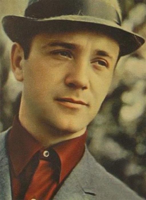 Гениальный советский актер, в списке которого не только 198 ролей в кино, а так же озвучивание мультфильмов для детей.