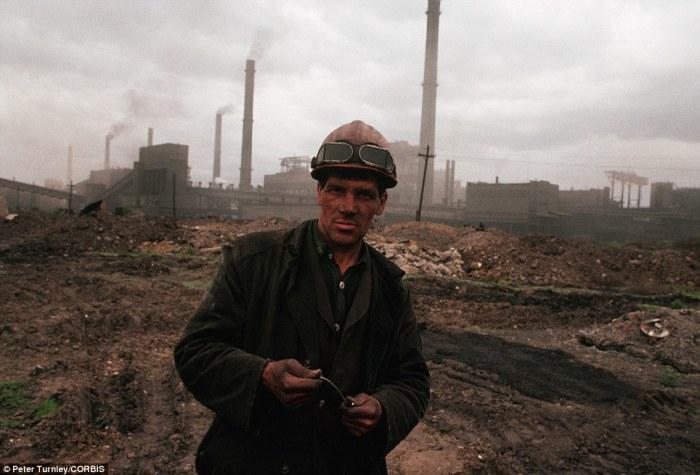 Шахтёр, который живет в промышленном районе Сибири, испытывающей серьезные экономические сложности, июнь 1991 года.
