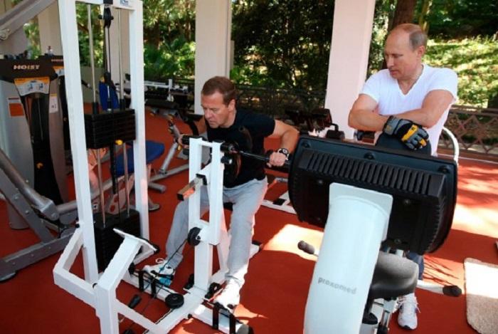 Совместная утренняя тренировка в тренажерном зале сочинской резиденции главы государства «Бочаров ручей».