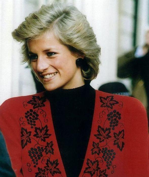 Принцесса Диана посещает Британское общество Красного Креста.