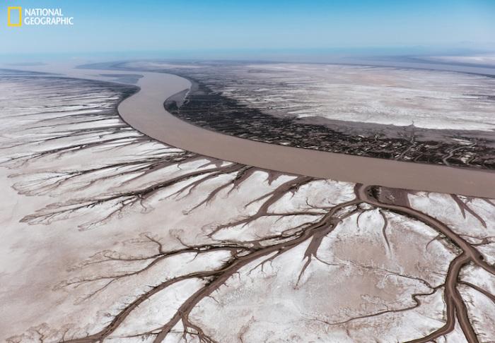 Встреча реки и океана. Автор фотографии: Стас Бартникас (Stas Bartnikas).