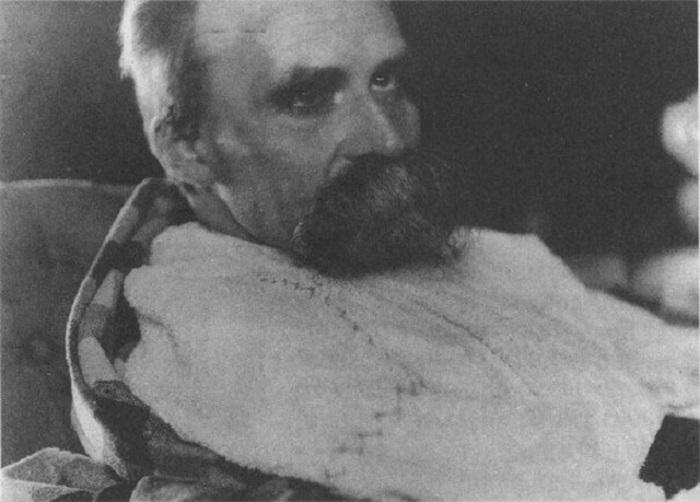 Фридрих Ницше в психиатрической лечебнице, 1899 год.