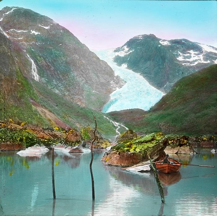 Вид  на ледник с озера Бондхусватнет.