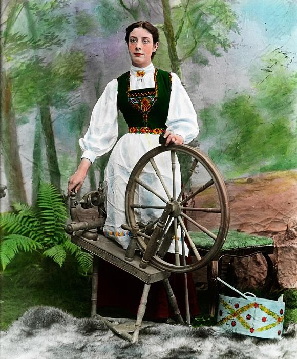 В каждом регионе Норвегии своя национальная одежда и очень различается по виду, узорам и расцветке.