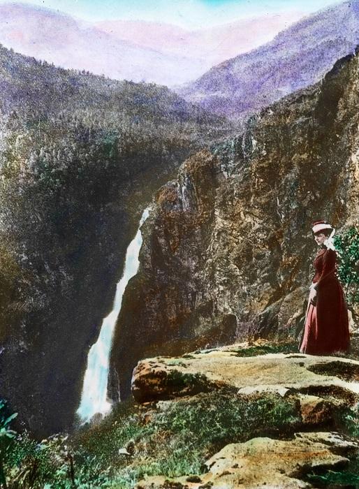 Один из самых известных и примечательных водопадов в стране.