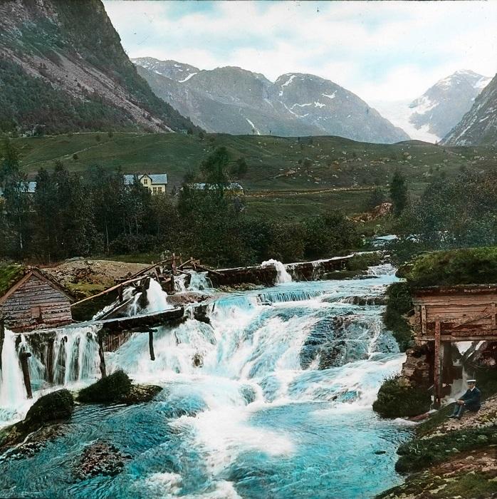 Реки Норвегии полноводные, бурные, но короткие.