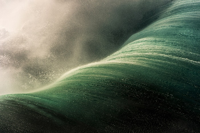 Бушующий океан.