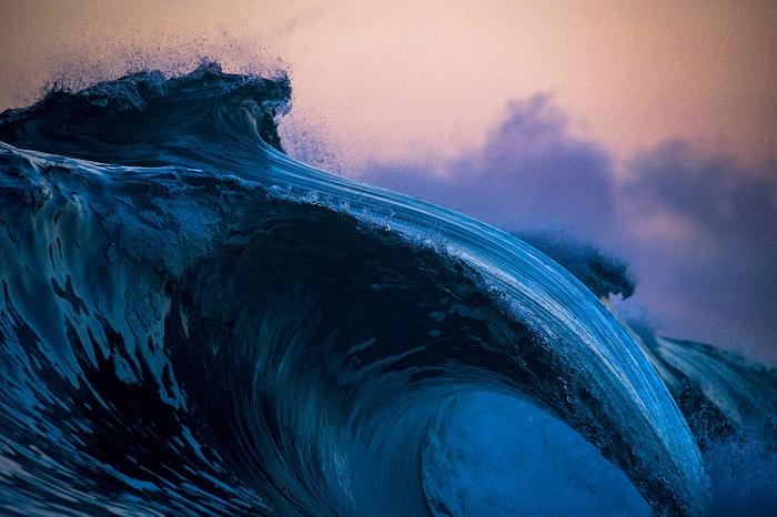 Громадная волна, которая сметает все на своем пути.