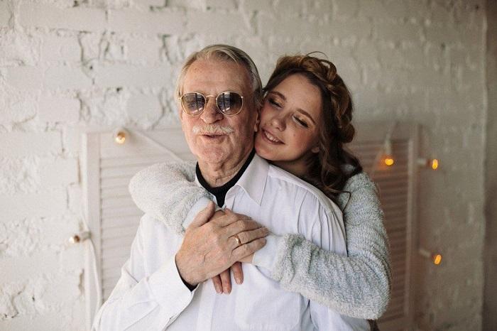 Прославленный 87-летний актер принял решение расстаться со своей молодой 27-летней женой, назвав свой последний брак «экспериментом».