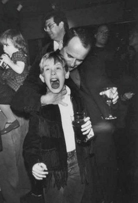 Пара актеров на вечеринке, посвященной премьере фильма «Один дома».