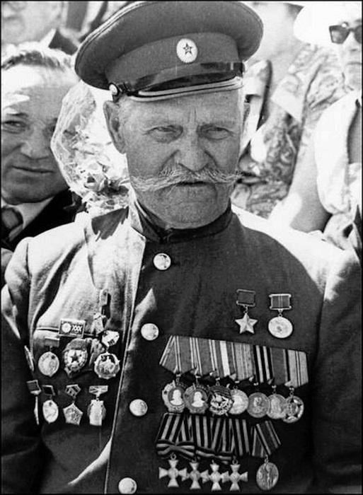 Единственный в мире казак, ставший полным Георгиевский кавалером и Героем Советского Союза.