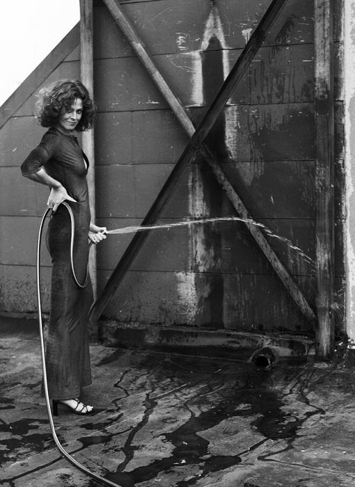Одна из любимых моделей всемирно известного фотографа Хельмута Ньютона.