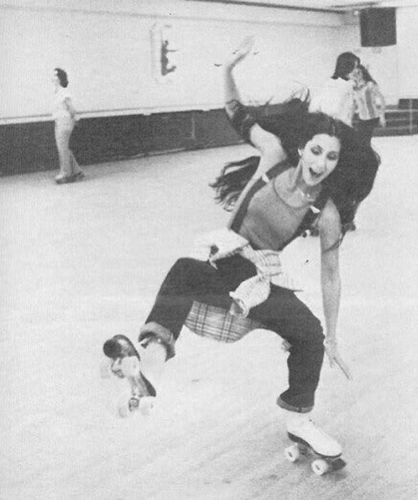 Катание на роликовых коньках  – не такое уж простое дело… даже для американской поп-исполнительницы.