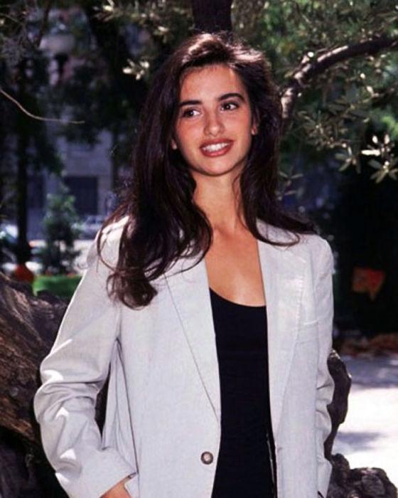 Невероятно прекрасная испанская киноактриса и модель в возрасте 19-ти лет (1993 год).