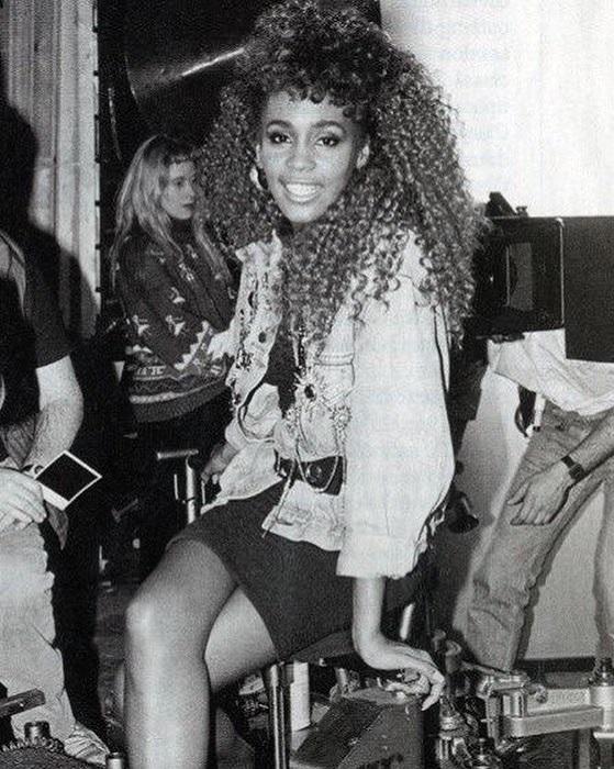 Знаменитая американская певица на съемках клипа на песню «I Wanna Dance With Somebody».